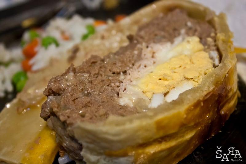 Rolo de carne com mozzarella