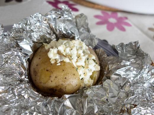 Batatas assadas recheadas com queijo creme
