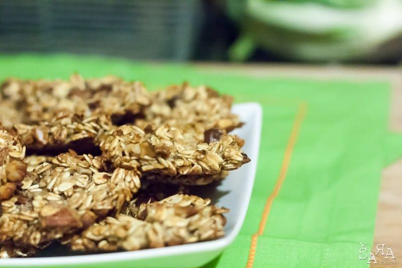 Bolachas de aveia com frutos secos e mel
