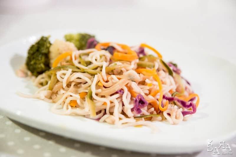 noodles com legumes