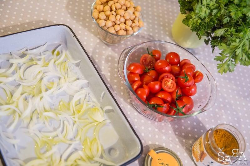 Preparação de gratinado de grão com cogumelos e tomate cherry