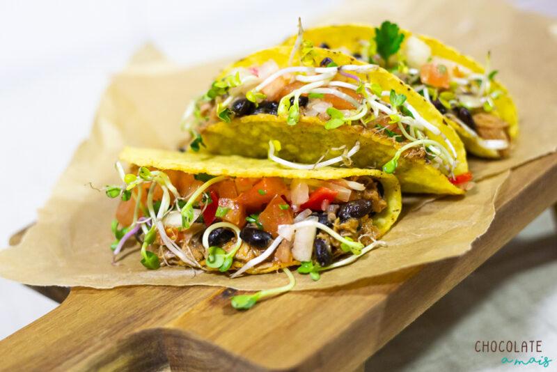 Tacos de atum com feijão preto